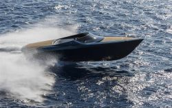 THE ASTON MARTIN AM37 POWERBOAT