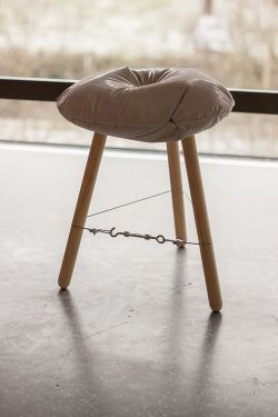 Michal Marko – Concrete Stool / Casting Experiment